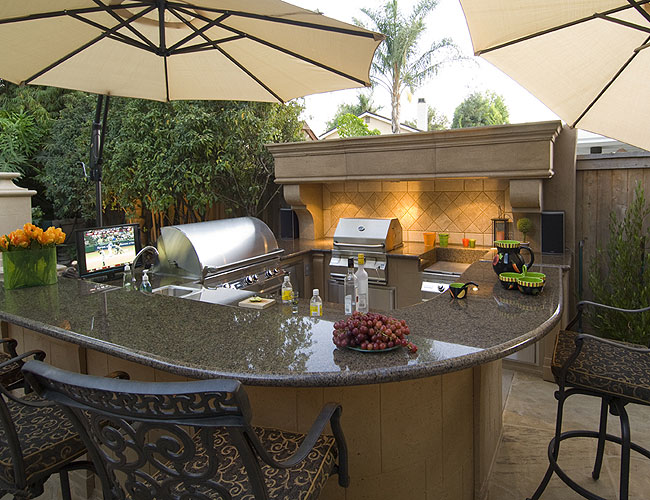 Outdoor kitchen outdoor fireplace firepits for Outdoor cooking area and fireplace